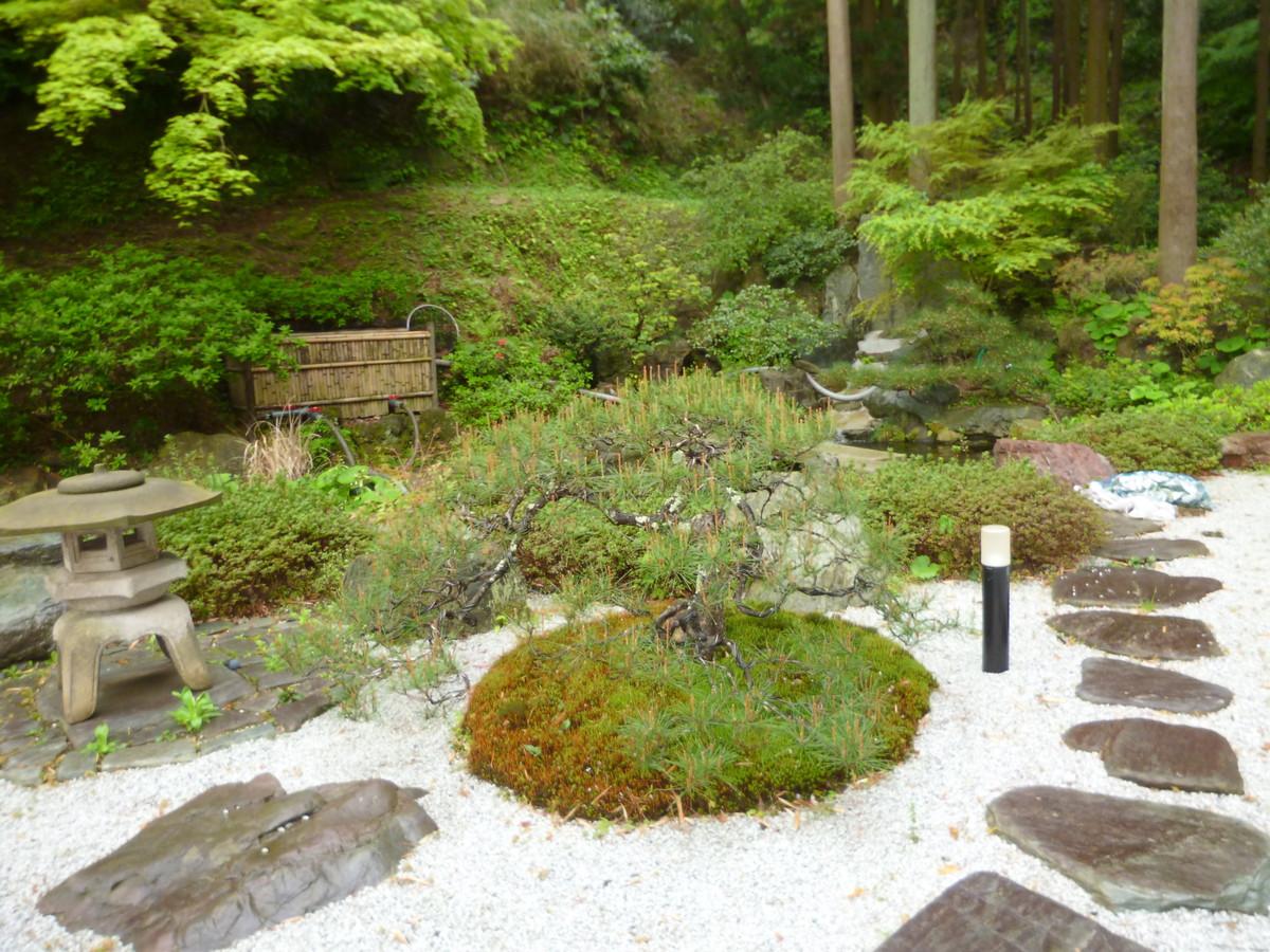 モダンな和風庭園