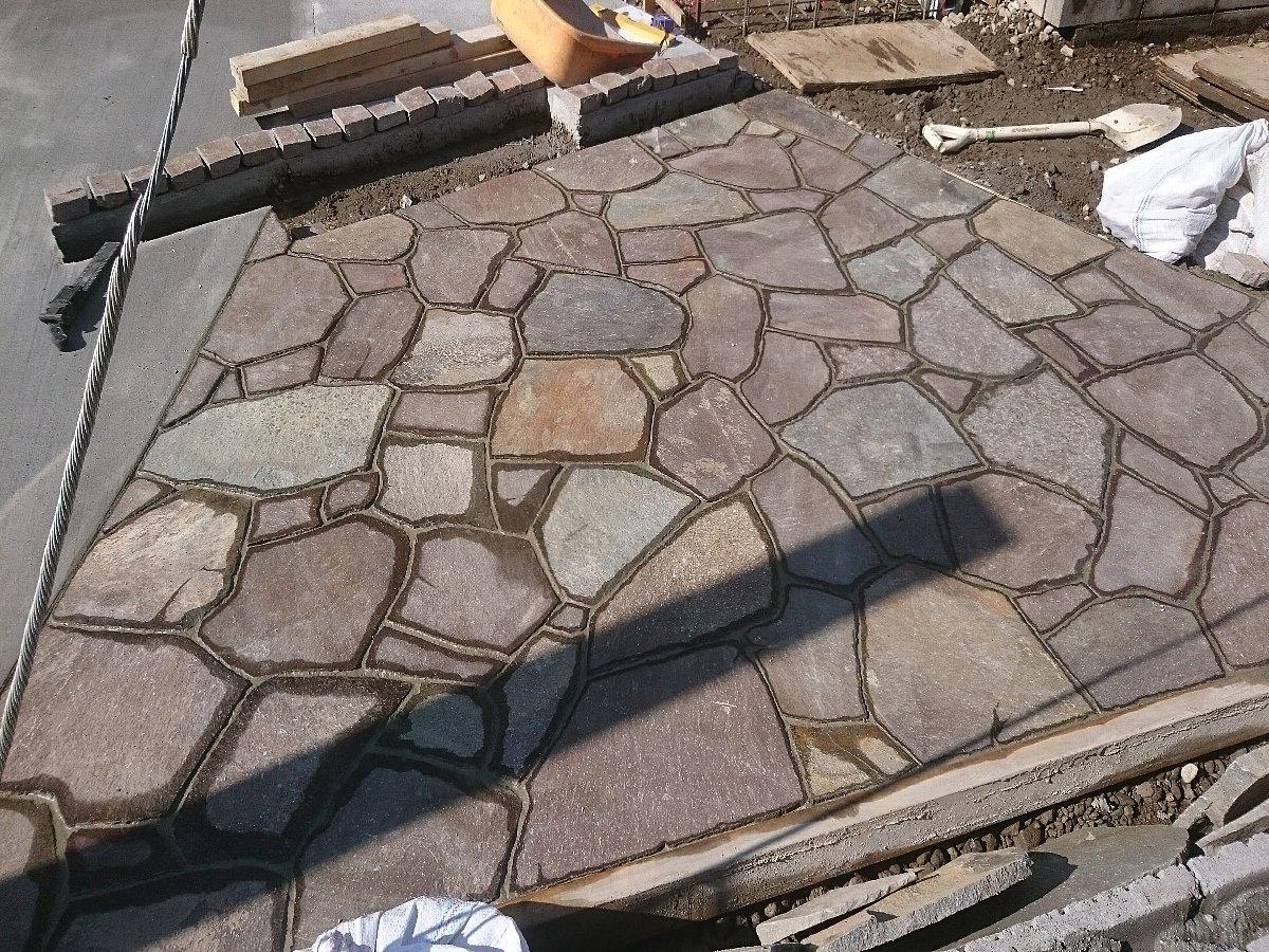 ジャワ鉄平石張り完了