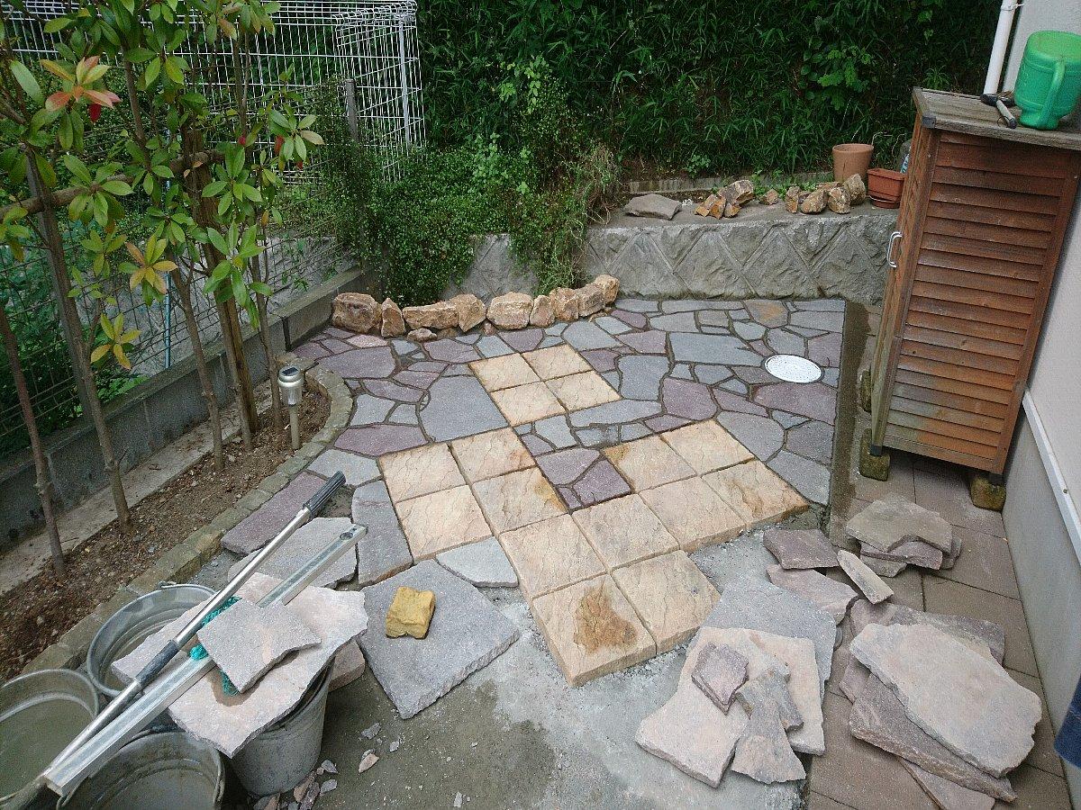石張り作業