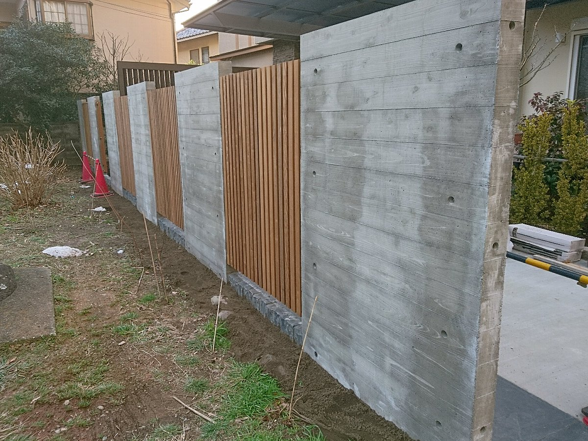 イタウバ縦格子フェンス